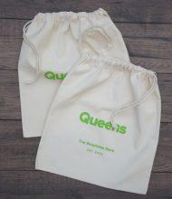 Bavlnené vrecká Standard gramáže 280 g/m2, šnúrky hrúbky 5 mm, potlač Pantone sieťotlačou plastizolovými farbami